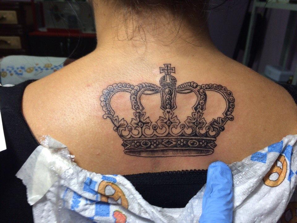 Тату корона на шее картинки