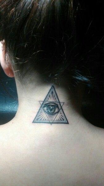 Тату пирамиды на шее фото ваз